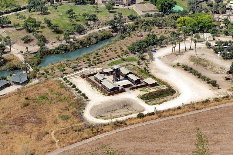 חומה ומגדל גן השלושה
