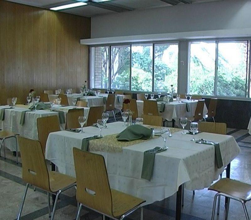 ארוחות וסעודות בחדר האוכל