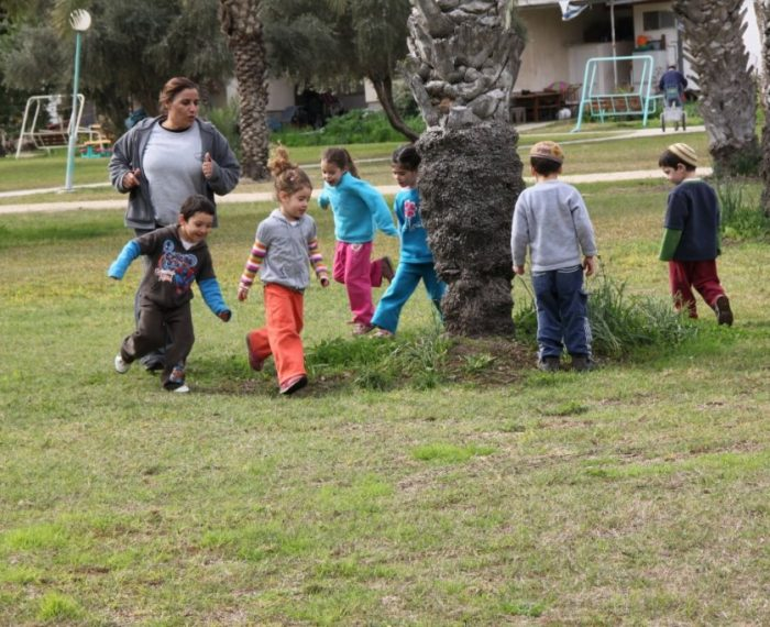 ילדים בקיבוץ טירת צבי